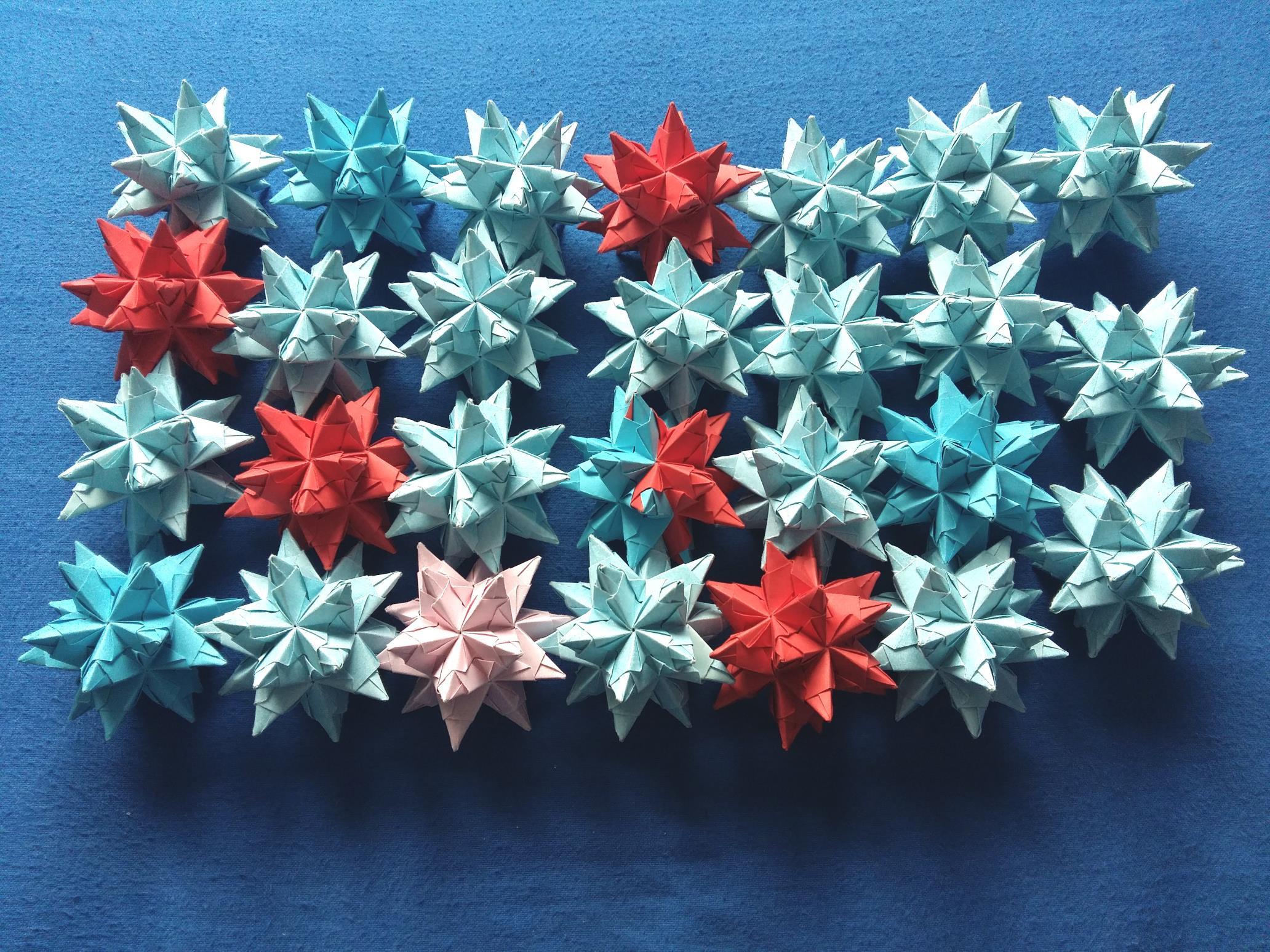 Modular origami – Polypompholyx   1548x2064